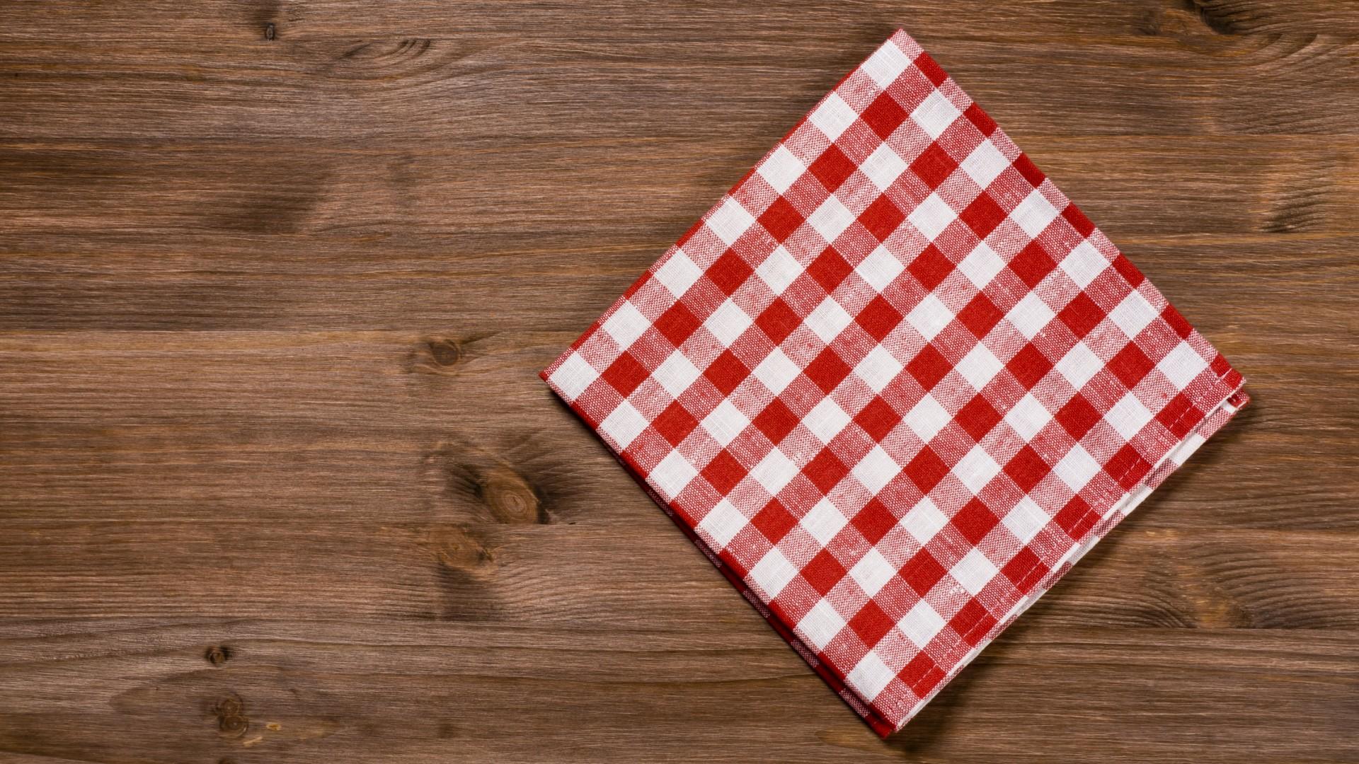 folded napkins for hospitality, cafes & restaraunts
